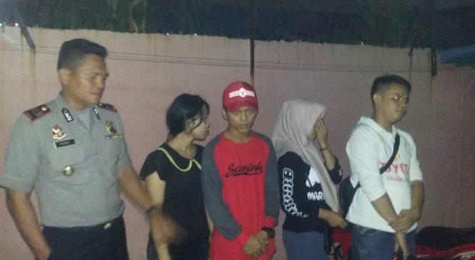 Lagi Indehoy Di Kafe Remang-Remang, 4 Pasangan Ini Di Jaring Polisi