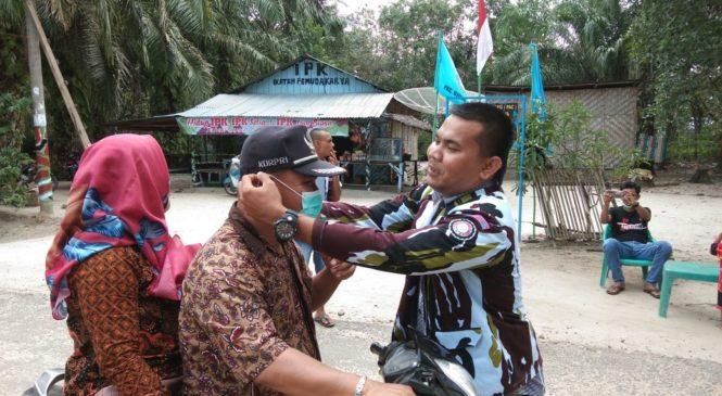 Sambut HUT Kemerdekaan RI Ke 73, IPK Ujung Batu Bagi-Bagi Masker Ke Pengendara