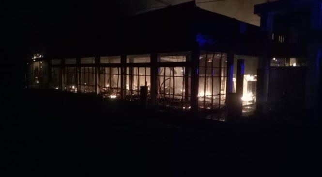 Toko Furniture Milik Tospriyadi Putra Ludes Terbakar