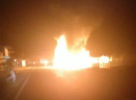 Diduga Bawa BBM Solar 3 Drum, Mobil Colt Ludes Terbakar Di Kinali