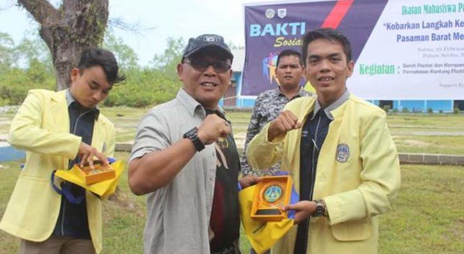 IMAPASBAR Kom Universitas Negeri Padang (UNP) Gelar Bersih Pantai Dan Kampanye Sampah Pelastik