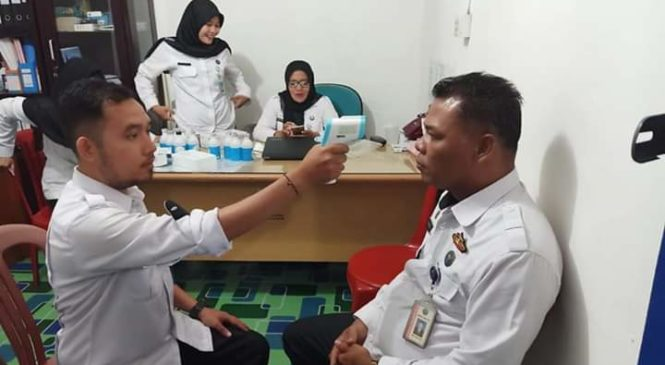 Antisipasi Virus Corona, BNNK Pasbar Cek Tekanan Darah Dan Suhu