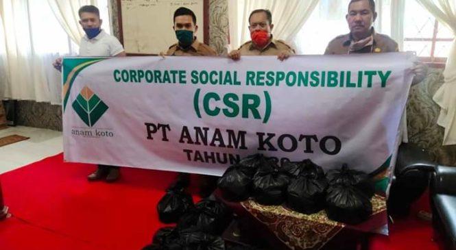 Ditengah Covid-19, Group Anam Koto Di Pasbar Serahkan Bantuan Sembako Dan APD