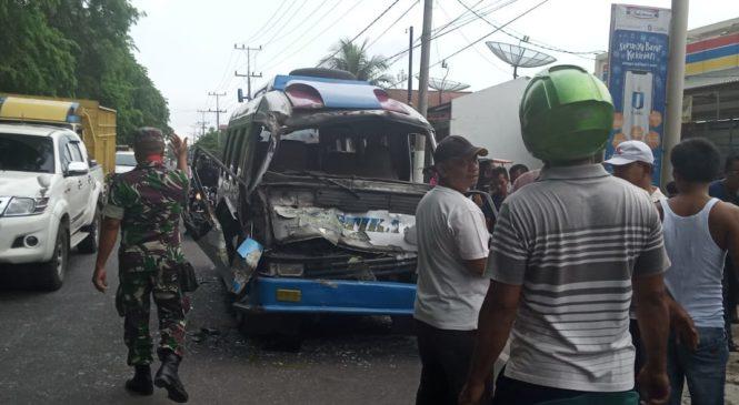 Tak Terkendali, Bus Sartika Hantam Fuso Di Asahan