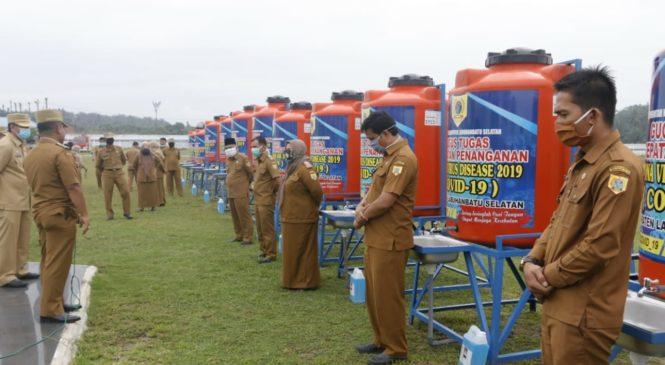 Bupati Labusel Serahkan 198 Unit Alat Pencuci Tangan