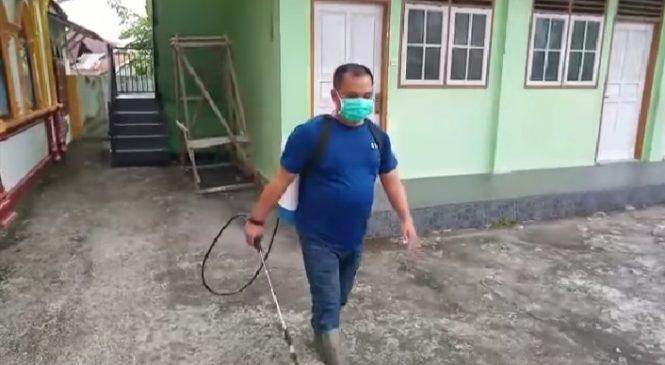 Secara Pribadi, Endra Yama Putra Semprotkan Desinfektan Untuk Memutus Penyebaran Covid-19