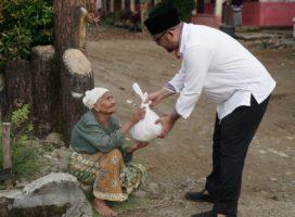 Peduli Kampung Halaman, H. Erick Hariyona Bagikan Ribuan Sembako Ke Masyarakat Kurang Mampu
