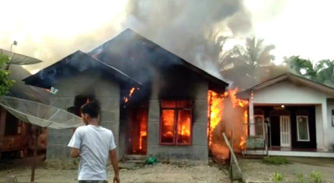 3 Unit Rumah Di Jorong Silayang, Pasbar Dilalap Sijago Merah