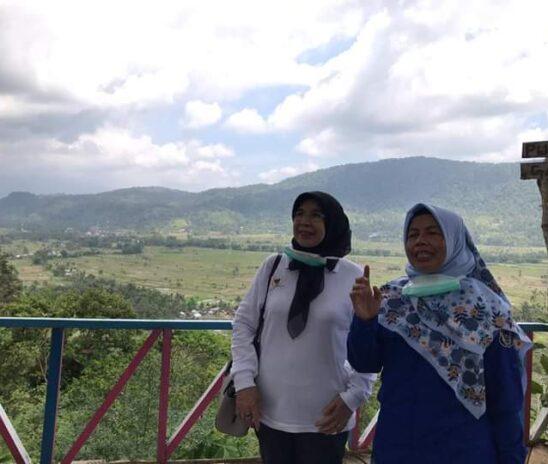 Didampingi Camat, Hj. Emma Yohanna Kunjungi Destinasi Wisata Talamau