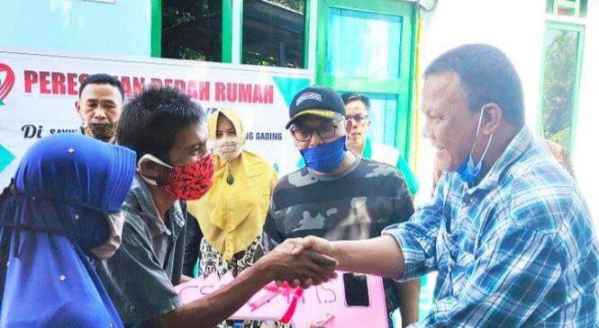 Bupati Pasbar H. Yulianto Resmikan Bedah Rumah Program CSR PT. PMS (Incasi Raya Group)
